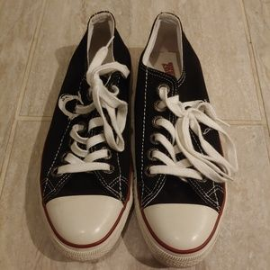 True Religion Black Canvas SNEAKERS Tennis Shoes